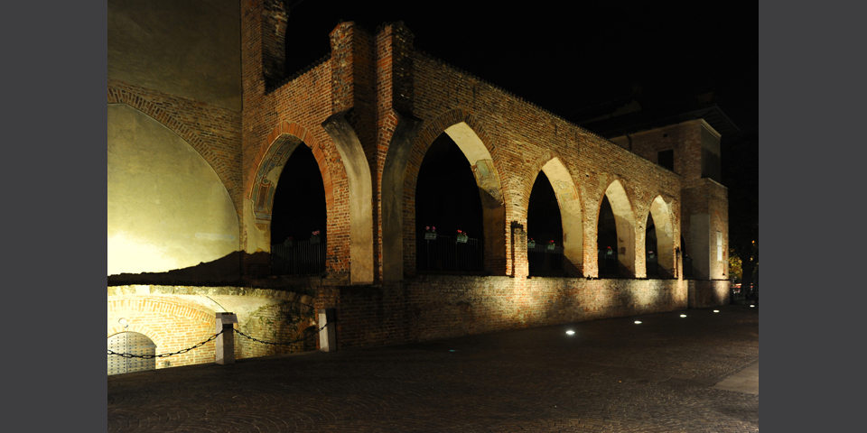 Abbiategrasso, il Castello Visconteo, notturno del portico © Alberto Jona Falco