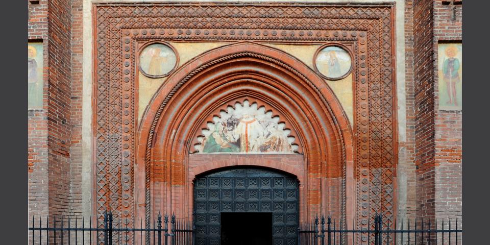 Mortara, particolare del portale del Duomo © Alberto Jona Falco