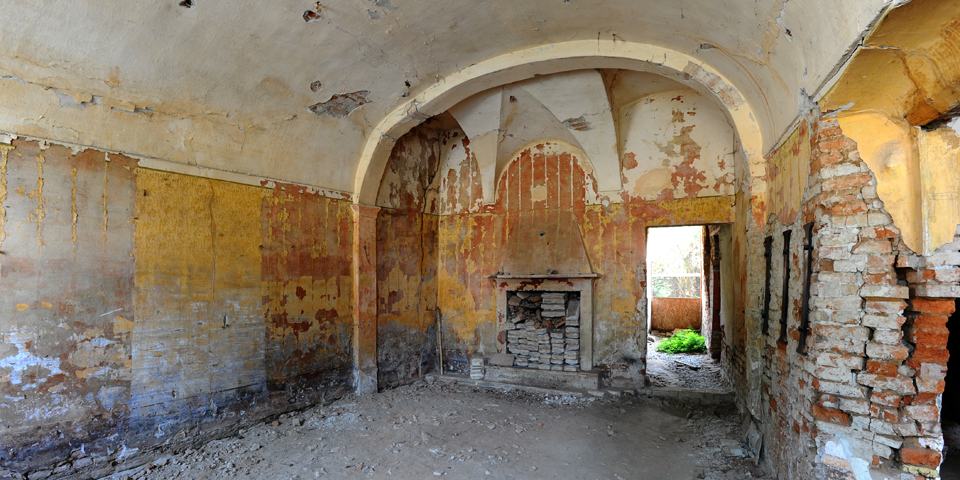 Ostiano, room at the groundfloor on the left of the palace where the synagogue was inside the castle © Alberto Jona Falco