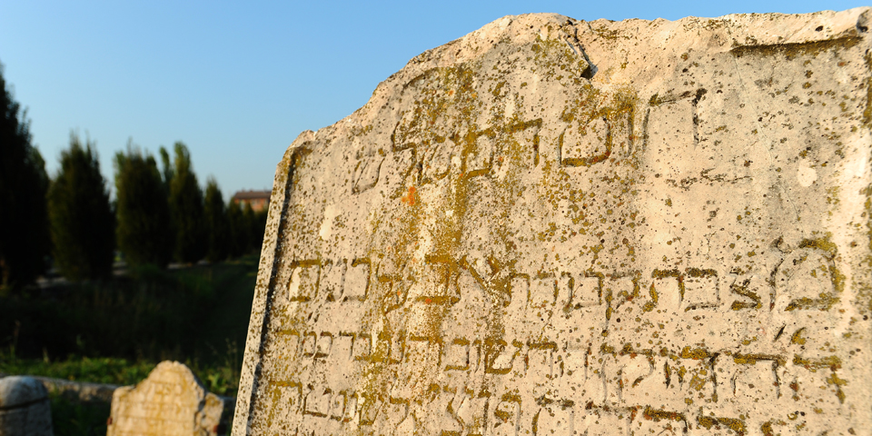 Rivarolo Mantovano, detail of a tombstone put back outside the cemetery © Alberto Jona Falco