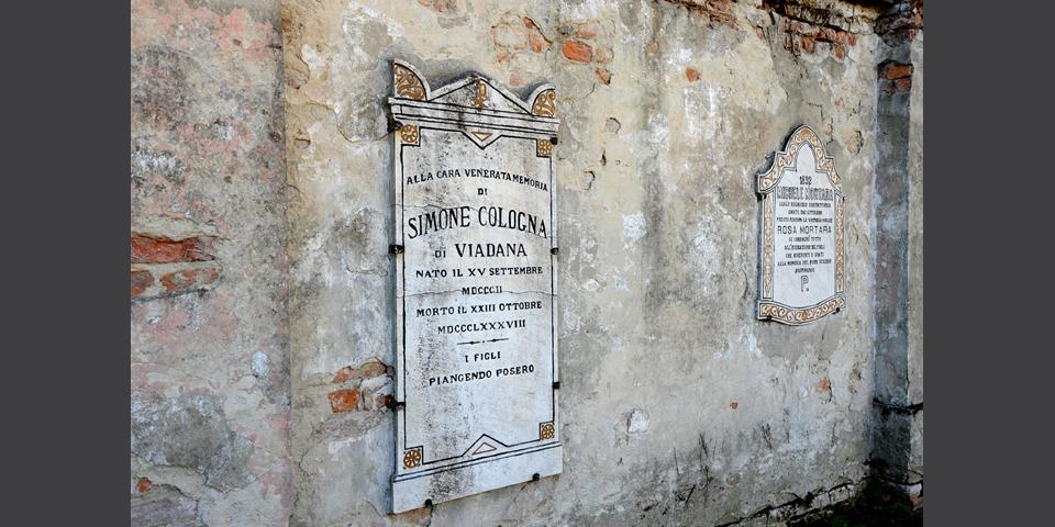 Viadana, cemetery, walled-up plaque © Alberto Jona Falco
