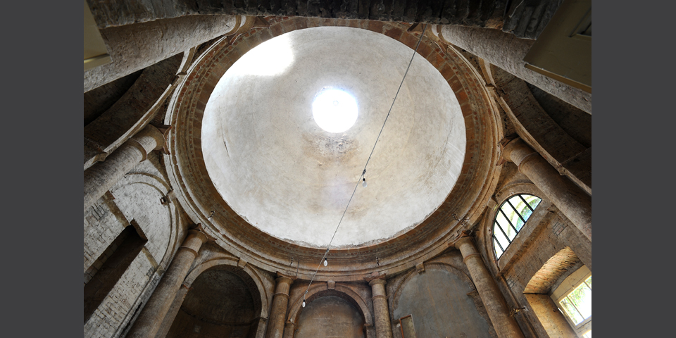 Viadana, interior of the synagogue and detail of the dome © Alberto Jona Falco