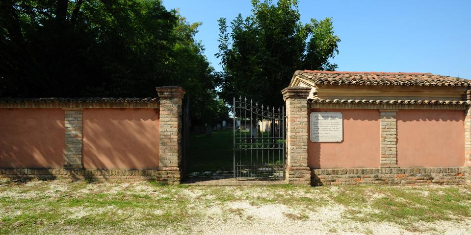 Bozzolo, entrance of the cemetery © Alberto Jona Falco