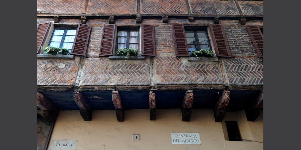 Como, piazza San Fedele, loggia © Alberto Jona Falco