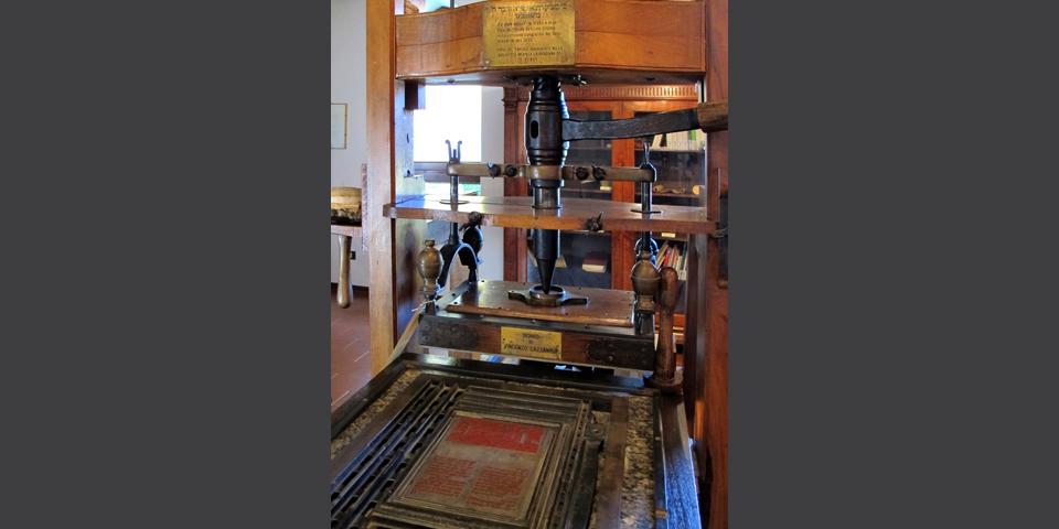 Soncino, particolare del torchio nella casa degli stampatori ebrei, copia di quello conservato alla Biblioteca Laurenziana di Firenze © Alberto Jona Falco