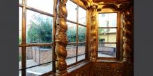 Mantova particolare delle finestre del pulpito interno sinagoga © Alberto Jona Falco