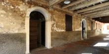 Sabbioneta il portico dell'entrata esterna della sinagoga © Alberto Jona Falco